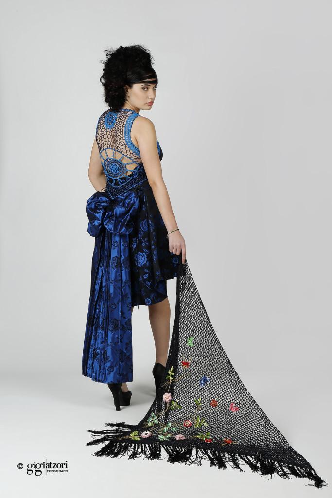 Model : Saida Contis