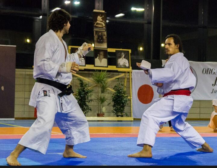Il nostro Massimo (a sinistra) compete contro un atleta brasiliano.