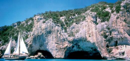 cala_gonone_grotte_del_bue_marino-tsa-1200x0