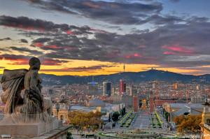 Una vista mozzafiato di Barcelona al tramonto.