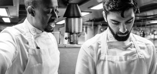 Lo Chef inglese Michael Reid con un suo collaboratore
