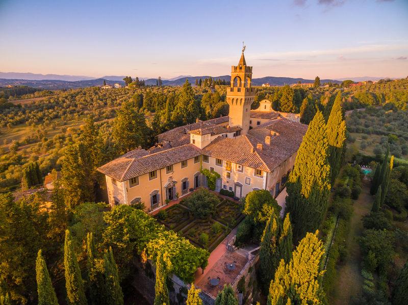 Castelli d europa per un soggiorno da re rivista donna for Soggiorno castello