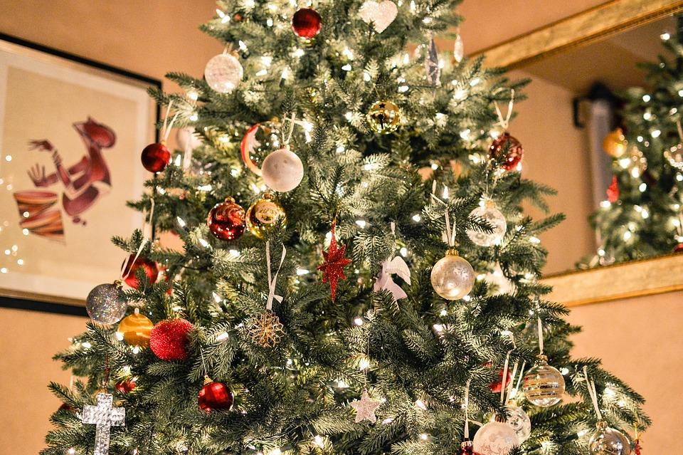 Alberi Di Natale Eleganti Immagini.Consigli Per Addobbare In Modo Elegante L Albero Di Natale Rivista Donna