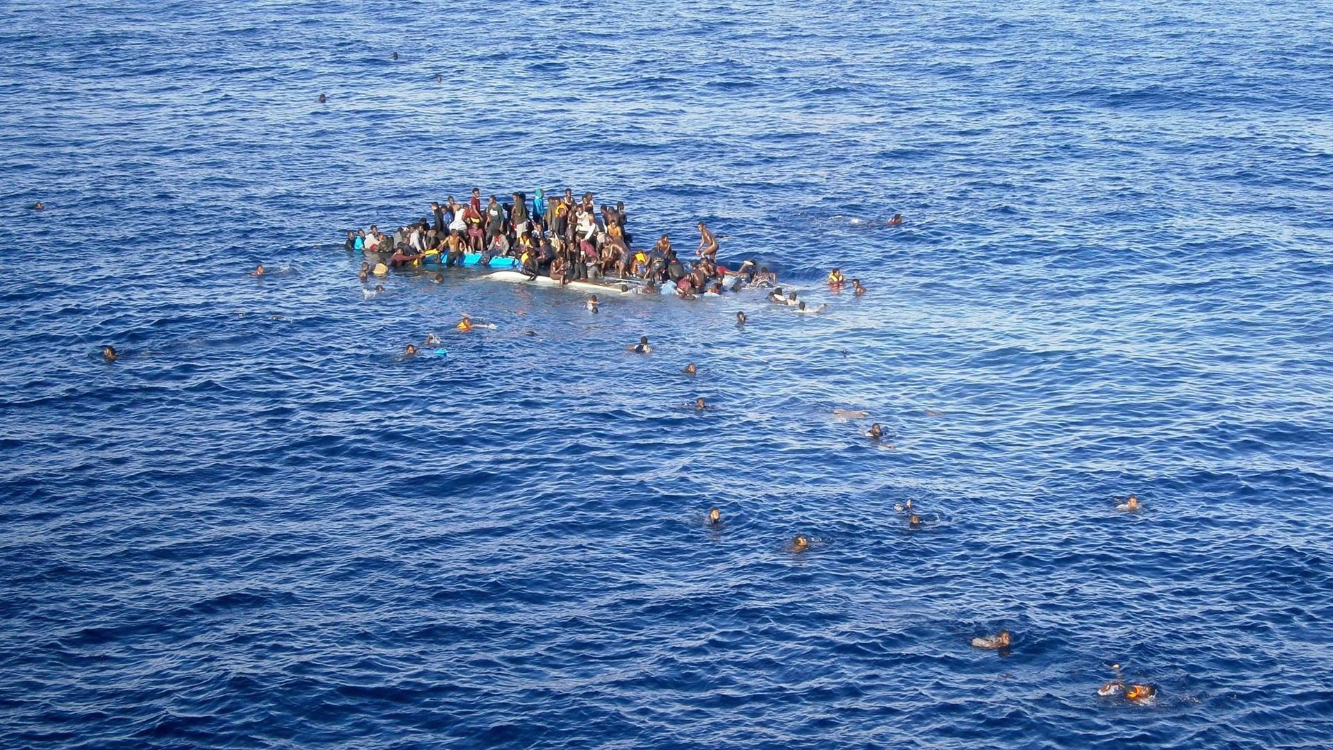 migranti-mare-rivistadonna